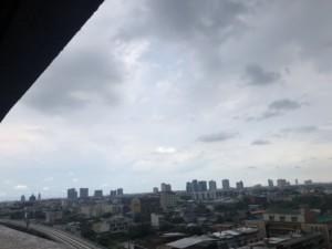 雨降り前の空