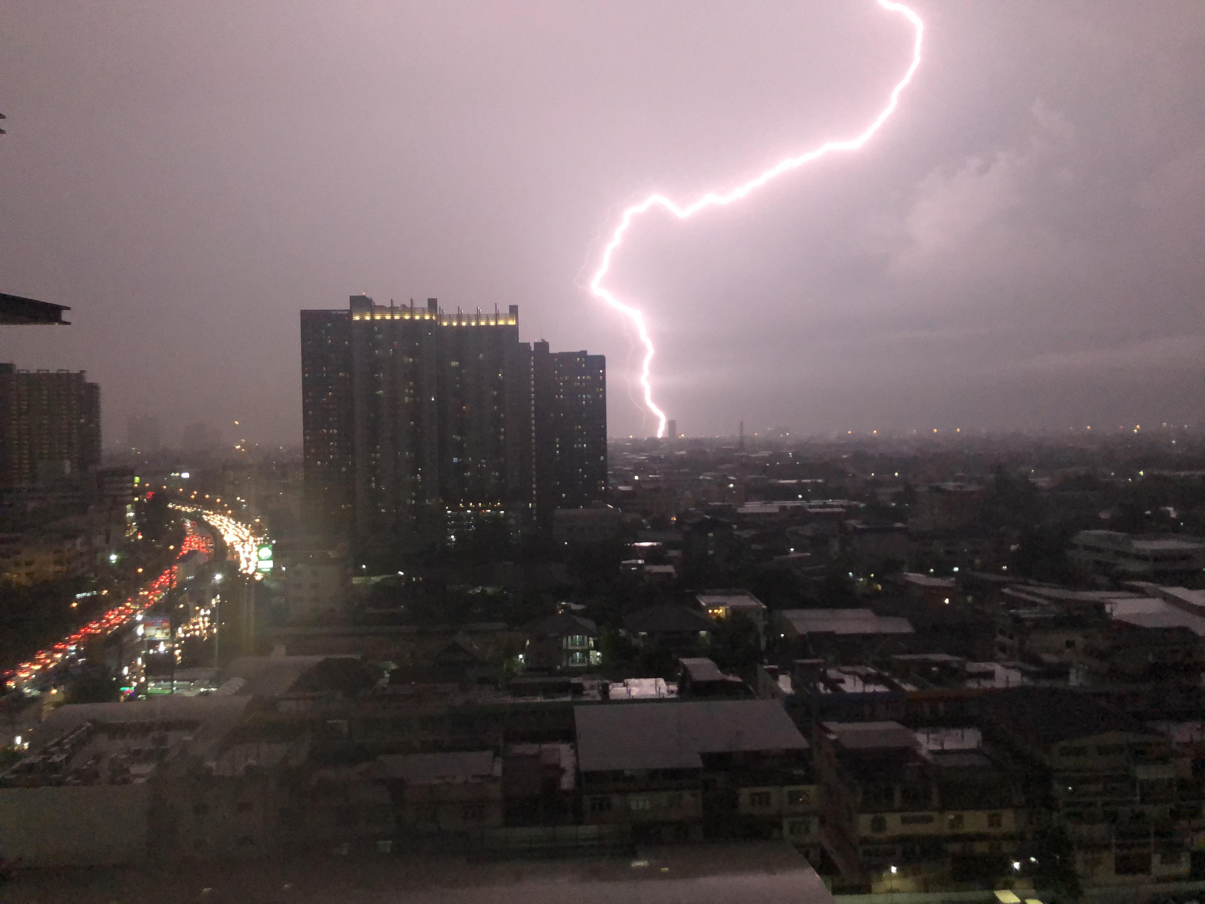 タイでの雷